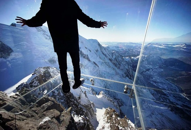 Step into the void from the top of the Aiguille du Midi 2
