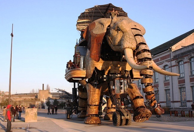 Exhibits on the island of Nantes 4