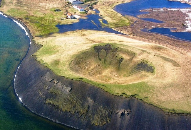 False craters and Icelandic lake Miwa 3