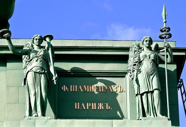 The Narva Triumphal Gate in St. Petersburg 2