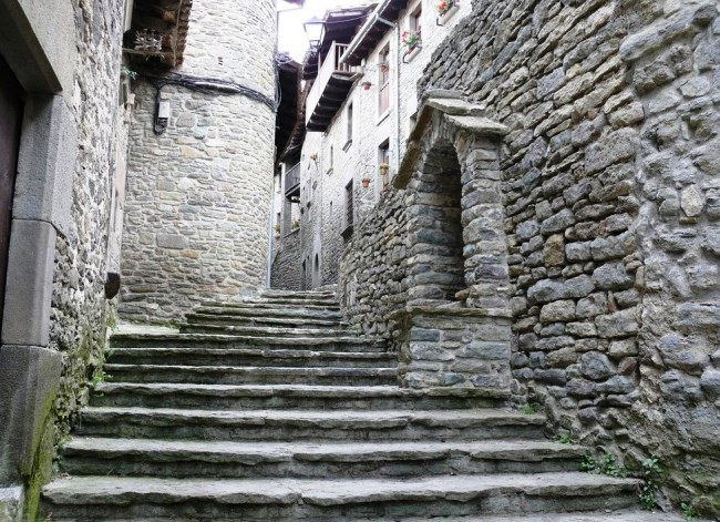 Travelling articles Rupit  the witch town 2