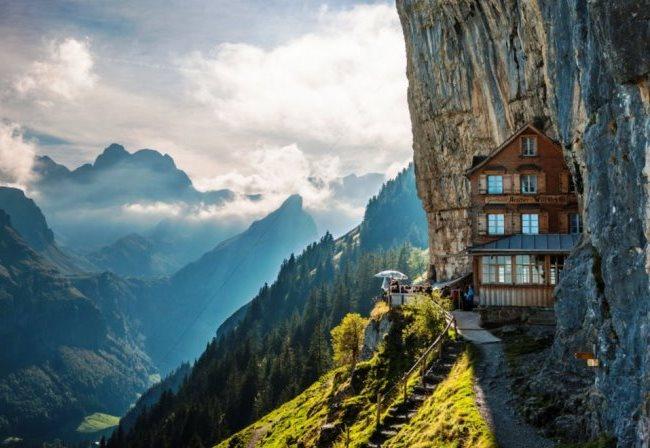 Топ-10 отелей расположенных в скалах 7