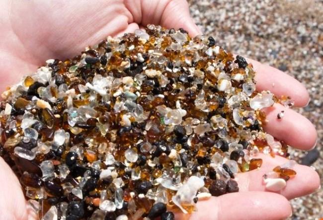 Стеклянный пляж или природные голышики 2