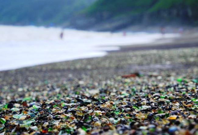 Стеклянный пляж или природные голышики 4