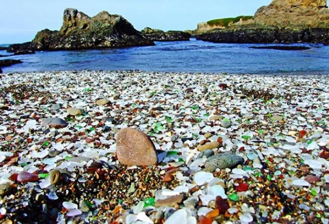 Стеклянный пляж или природные голышики 5