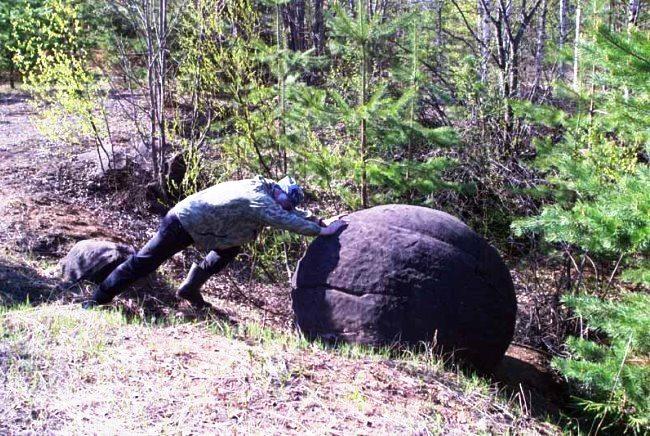 Моераки в Новой Зеландии и каменные шары в Вятских лесах