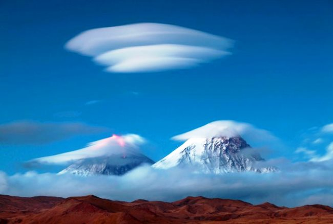 Линзовидные облака над Ключевской сопкой 2