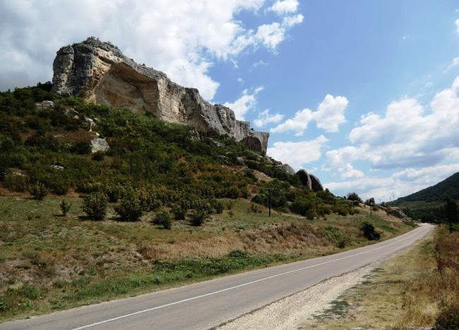 Монастырь в долине реки Качи