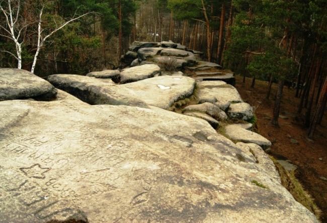 Гранитные скалы Каменные палатки на озере Шарташ в Екатеринбурге