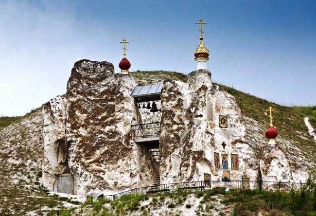Свято-Спасский монастырь в Костомарово 3