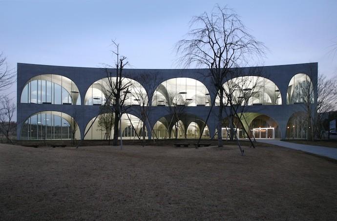 Library Tama Art University, Tokyo, Japan. (2004-2007)