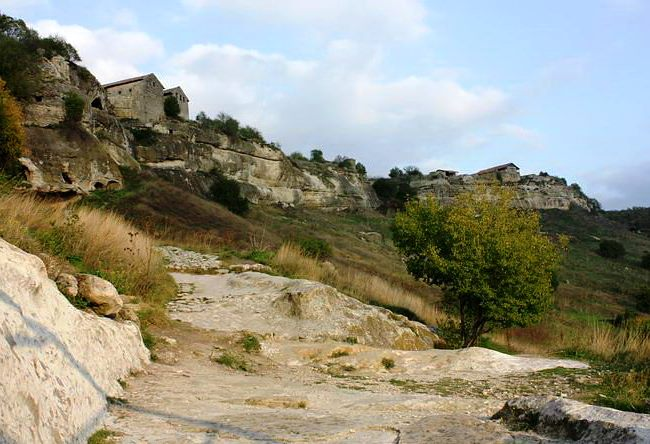 The ruins of the medieval fortress of Chufut Cale 5