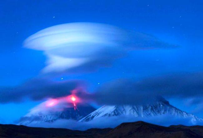 Lenticular clouds over Kluchevskoy 5