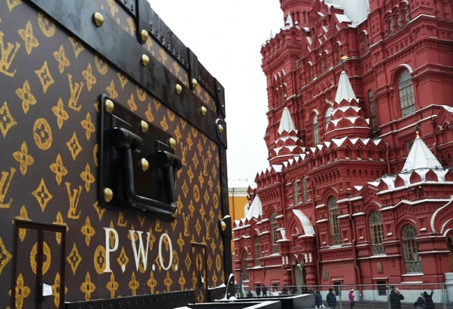 Louis Vuitton suitcase in Red Square 2