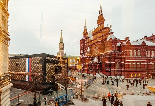 Louis Vuitton suitcase in Red Square 3