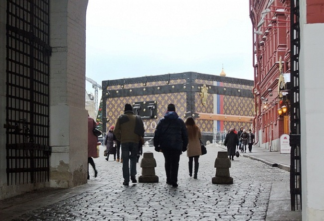 Louis Vuitton suitcase in Red Square 4