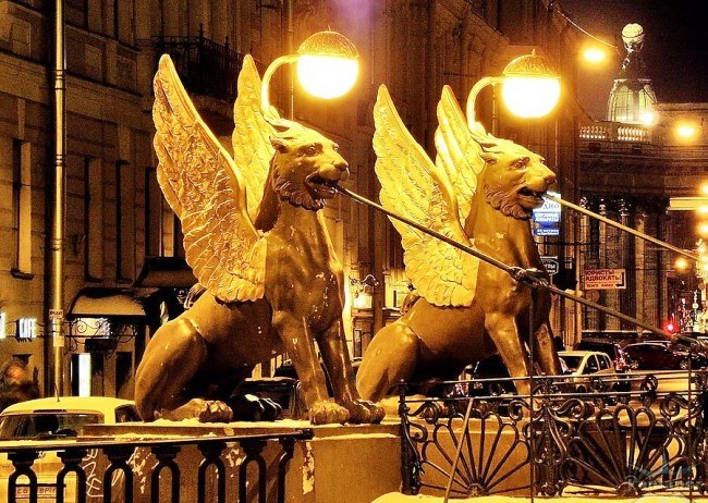Golden griffins of Saint-Petersburg 2