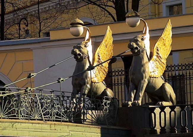 Golden griffins of Saint-Petersburg 4