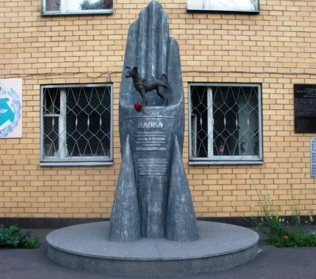 Monument to the first cosmonaut 5