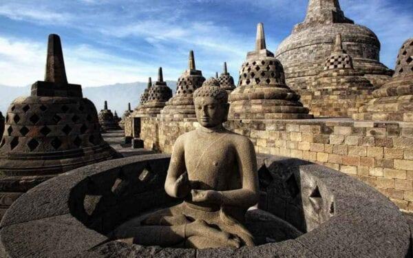 Боробудур — древний буддийский храм в Индонезии