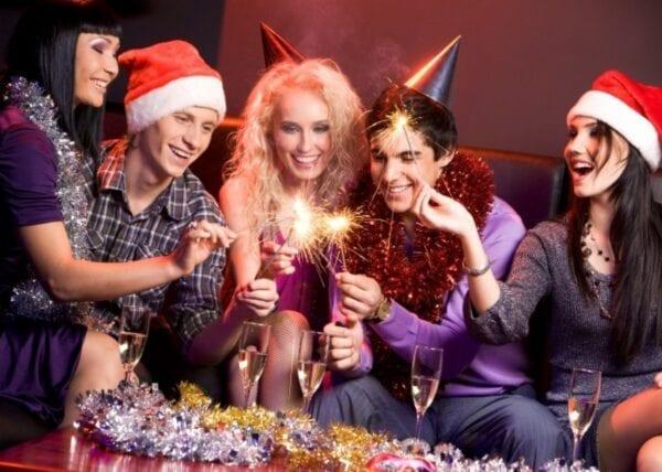 Как весело встретить Новый Год дома с друзьями