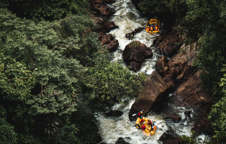 reka-les-priroda-lodki-liudi-splav-sport-kamni