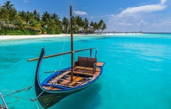 На Мальдивы без вещей — курорт Велассару