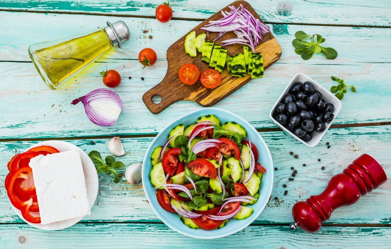 eda-syr-feta-pomidory-olivki-luk-perets-bolgarskii-grecheski