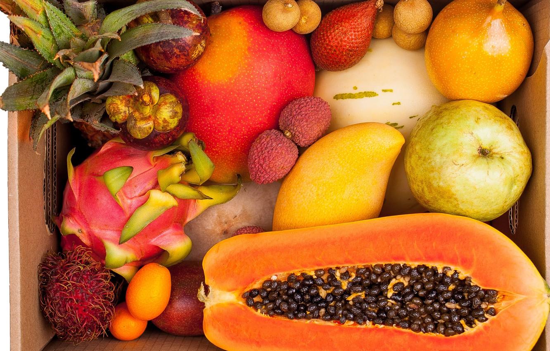 frukty-mango-papaiia-lichi-grusha-ananas-tropicheskii