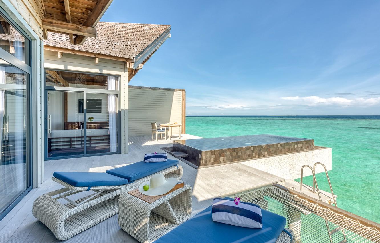 movenpick-resort-kuredhivaru-maldives-interer-villa-terrasa