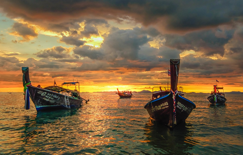 tailand-zakat-lodki-more