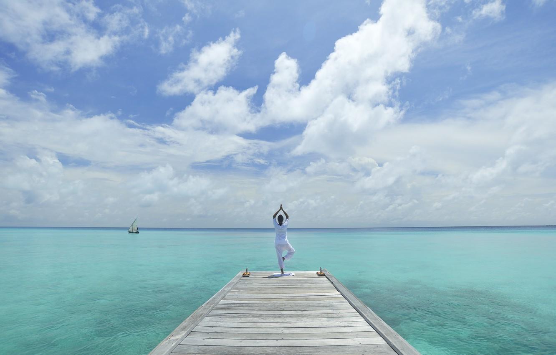 yoga-maldivy-golubaya-voda