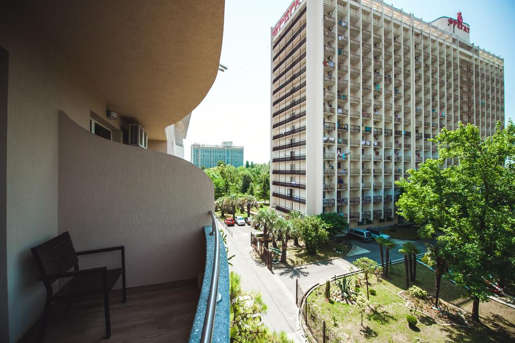 alie-parusa-balkon