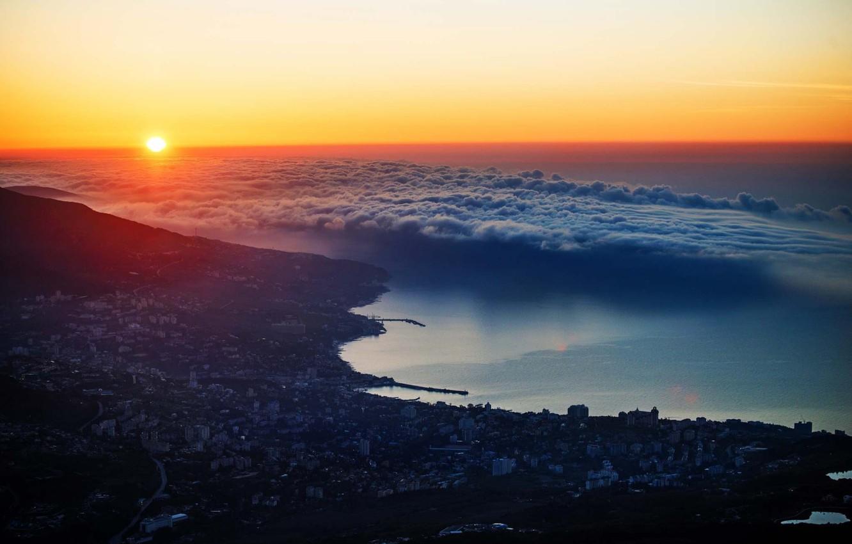 krym-iubk-gorod-ialta-more-gory-oblaka