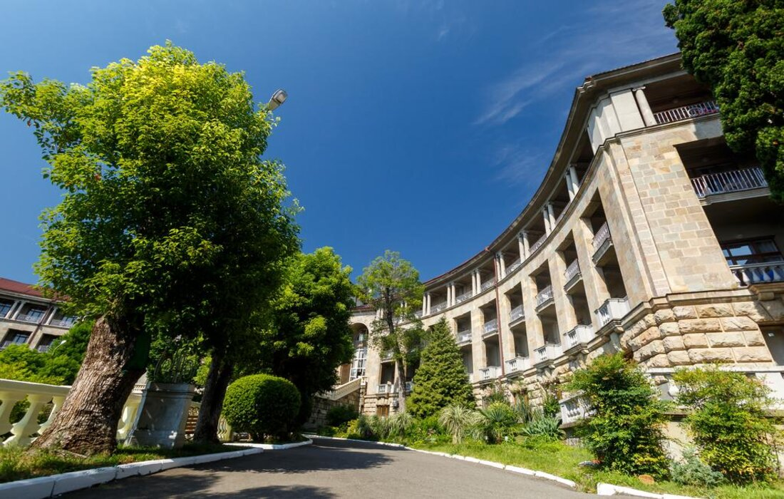 metallurg-sanatorium-sochi-zdanie-gl