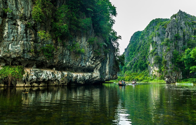 vetnam-reka-skaly-lodki