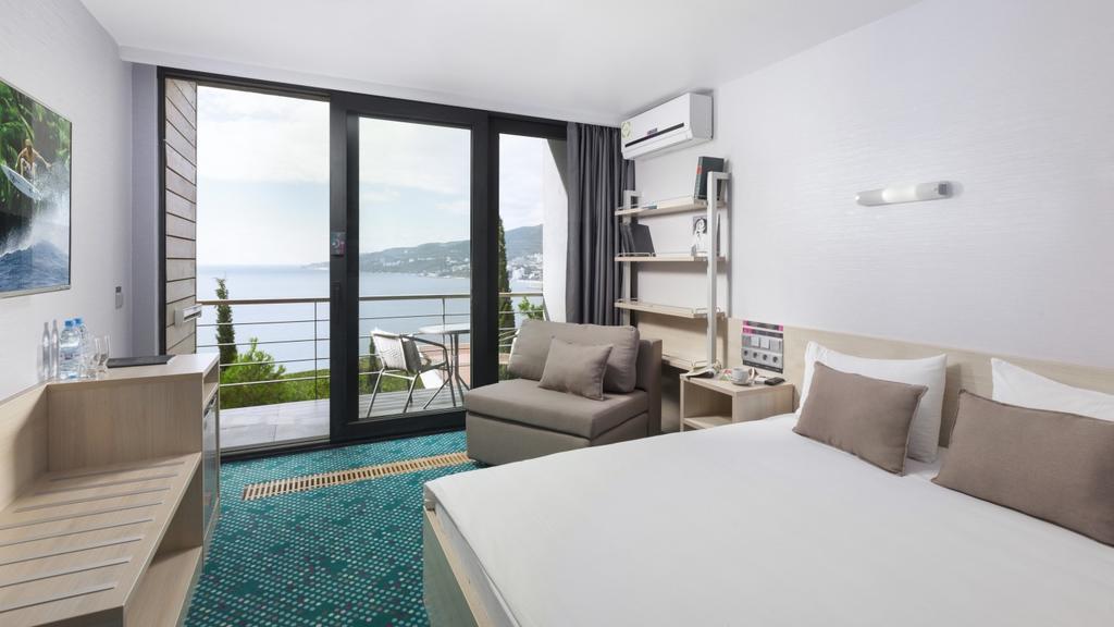 yalta-intourist-balkon