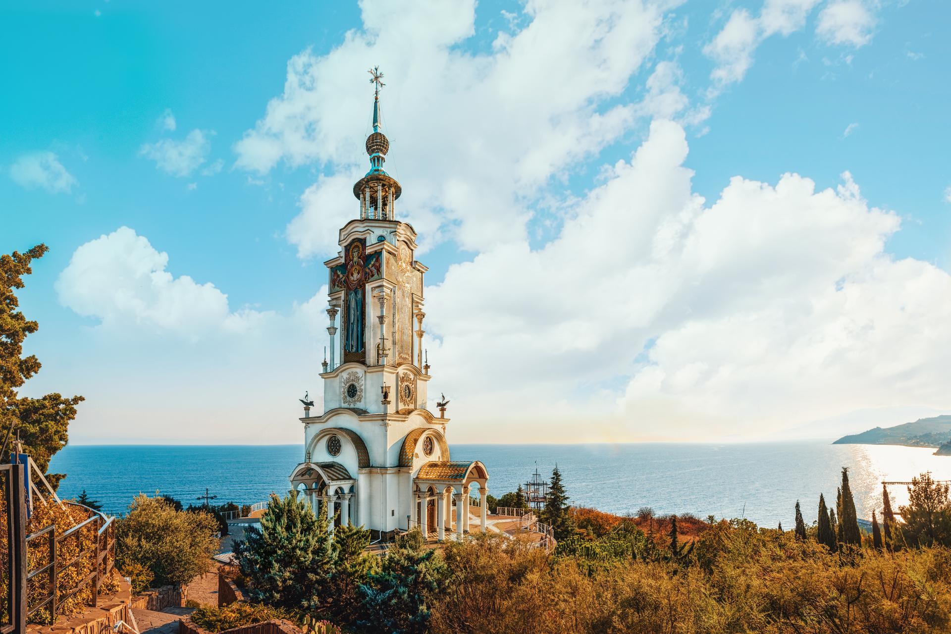 hram-sv-nikolaya-chudotvorca-alushta