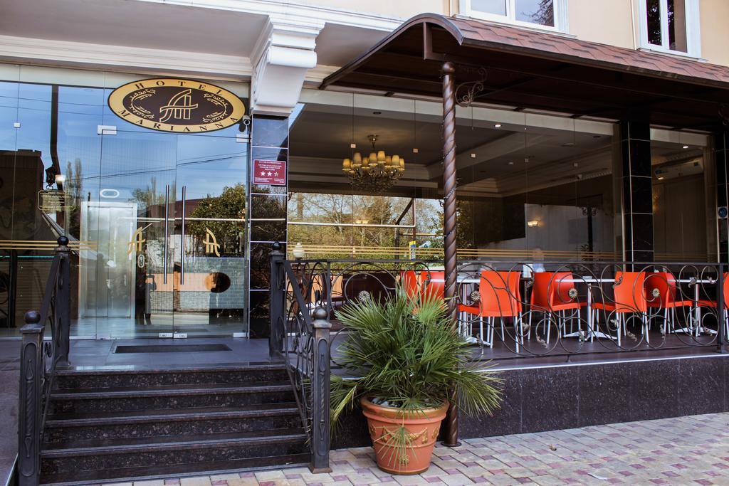 marianna-vhod-kafe