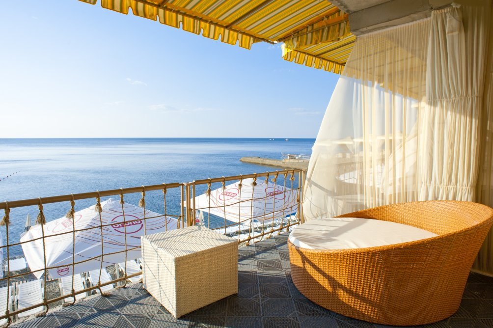 portomare-more-balkon-plyazh