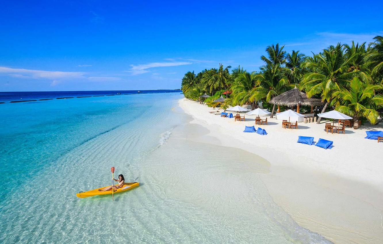 ostrov-laguna-pliazh-palmy-kurort-okean-maldivy
