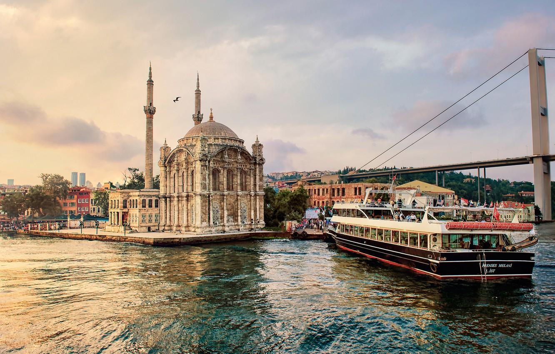 bosporus-ortakoy-mosque-fatih-sultan-mehmet-bridge-istanbul