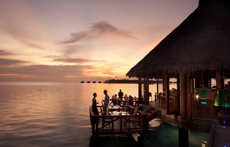 okean-maldivy-kurort-vecher-zakat-restorantitle=